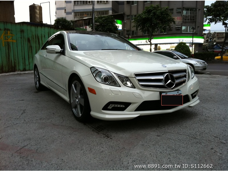 Benz中古車/賓士中古車,E 550中古車,想與眾不同嗎 298萬! 2010 賓士白色兩門全景 在台北都市中一匹唯獨的白馬-圖片1